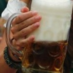 How to hold Oktoberfest Beer Mug