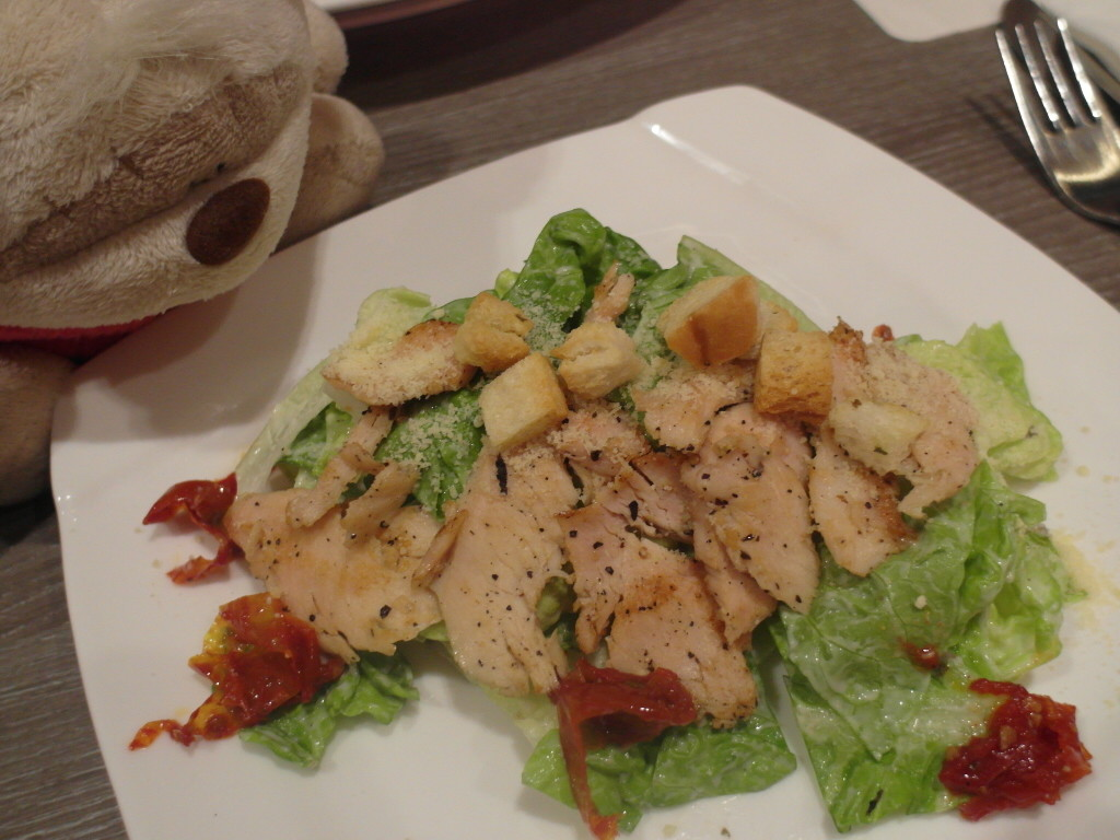 Caesar Salad with black pepper chicken and sun-dried tomatoes Breez Bistro.Bar Grand Mercure Roxy