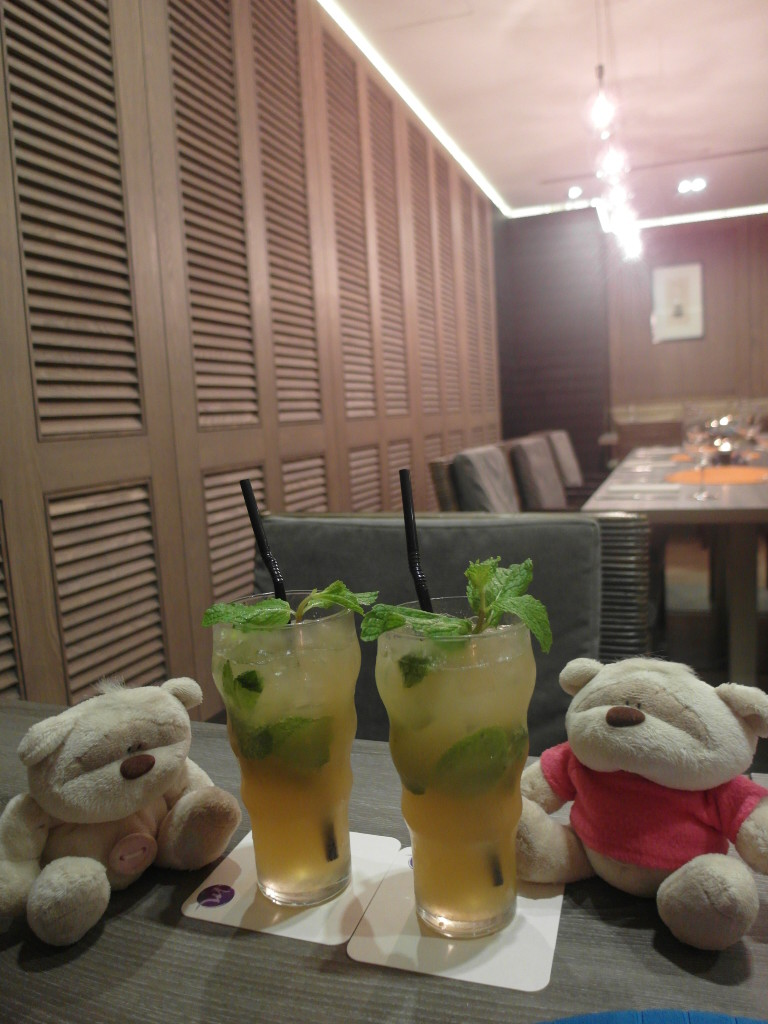Rumless Mojito Mocktail @ Breez Bistro.Bar Grand Mercure Roxy Hotel