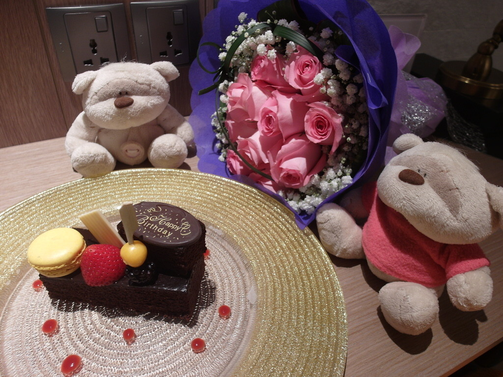 Surprise birthday cake at Hotel Jen Tanglin Singapore