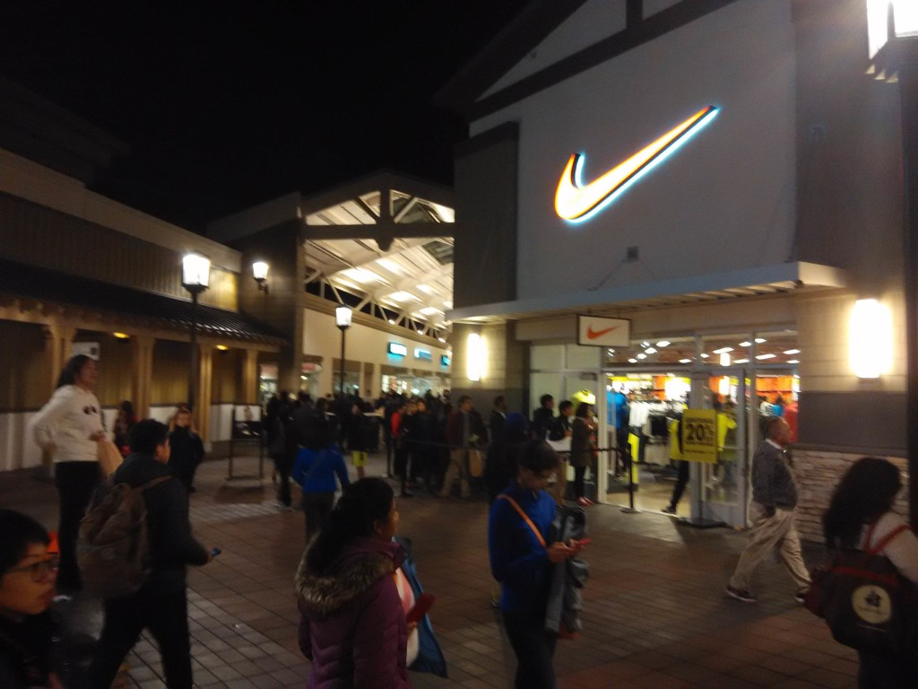 Black Friday Shopping at San Francisco Premium Outlets