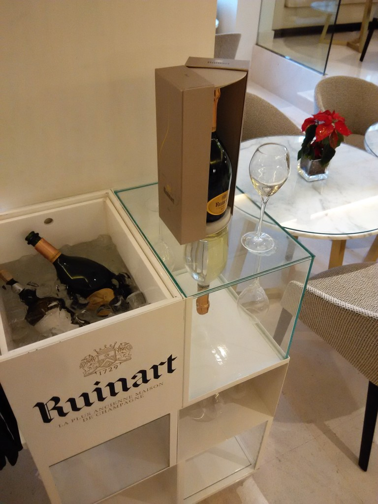 Free flow of Ruinart Champagne at Red Level Lounge Gran Melia De Los Duques
