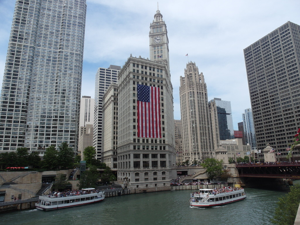Architecture Cruise along Chicago River