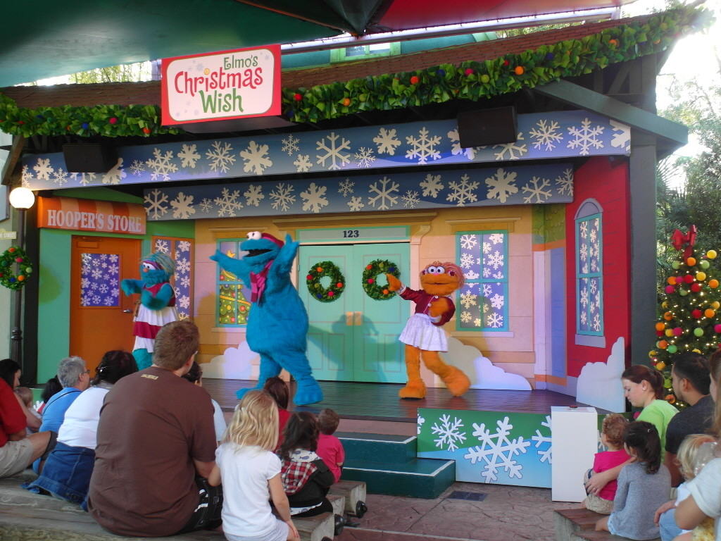 What do you think Cookie Monster wants for Christmas? A Giant Cookie!