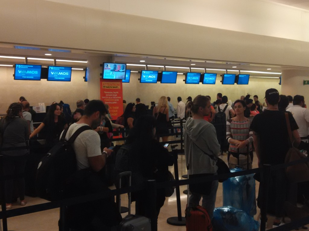 Wamos Air Cancun Airport Check-In Counters