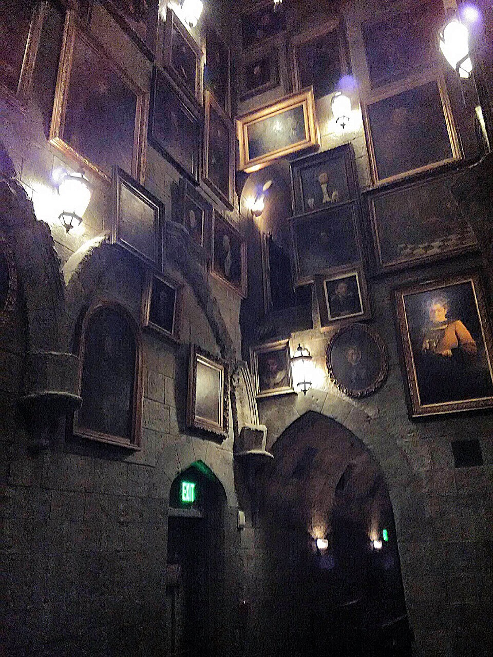 Hogwarts Universal Studios Hollywood Hall of Talking Portraits