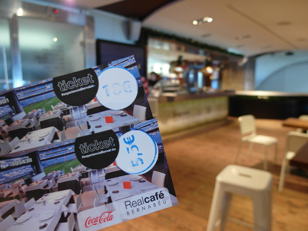 Meal vouchers of 5.5€ for breakfast and 10€ for burgers at Real Cafe