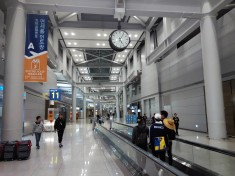 Wondering around Incheon Airport Transit Area at 5am in the morning