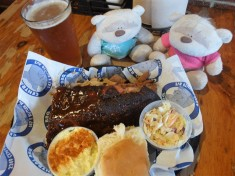 """Mix of Dry Rub Ribs and """"Wet"""" Ribs at Central BBQ Memphis"""