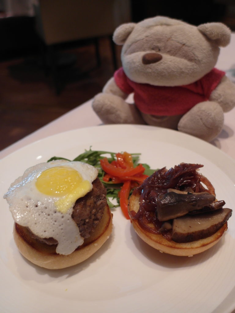 US Prime Beef Burger at the Private Room Singapore Airlines First Class Lounge