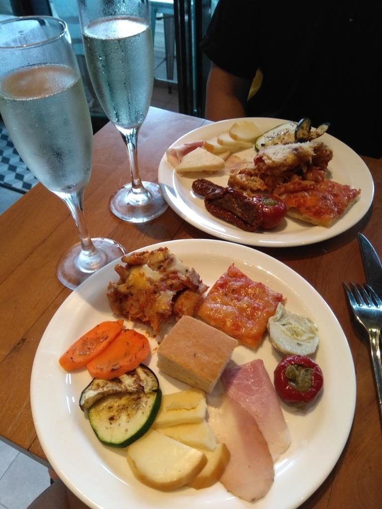 Panorama Free Flow Fridays Buffet Spread with Prosecco