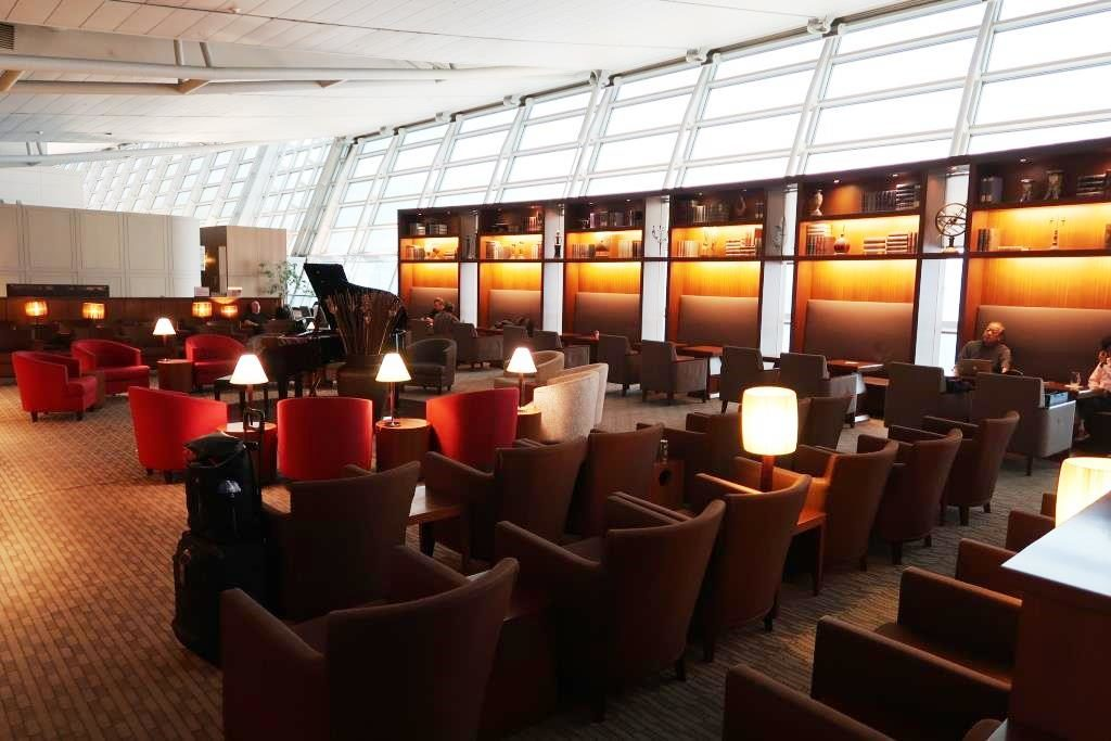 Inside Incheon Airport Asiana Business Class Lounge