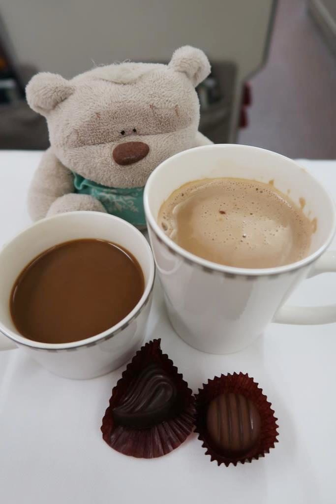 Singapore Airlines Business Class Dinner: Coffee and Pralines